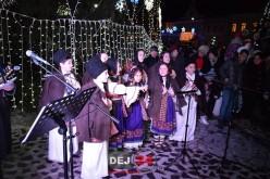 Concert inedit de colinde lângă bradul din centrul municipiului Dej – FOTO/VIDEO