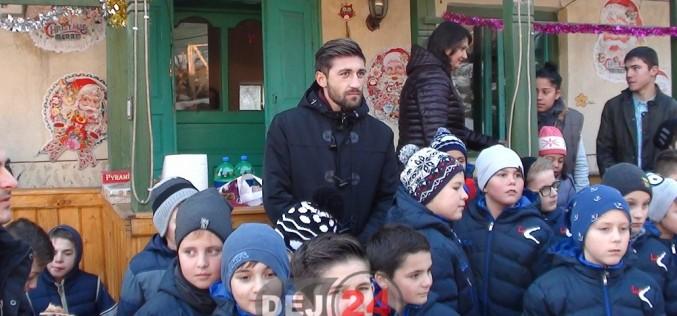 Paul Papp și elevii săi de la Academie au oferit cadouri copiilor nevoiași – FOTO/VIDEO
