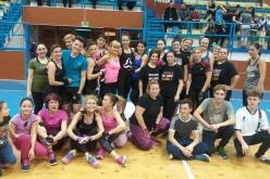 Dejenii au făcut ieri sport pentru a oferi zâmbete! Sala Sporturilor din Dej, plină de energie – FOTO