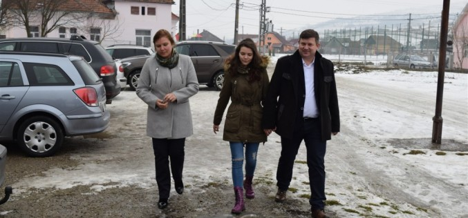 DEJ | ALEGERI PARLAMENTARE 2016. Vicențiu Știr a votat alături de soție și fiică – FOTO/VIDEO