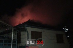 INCENDIU la o casă din Dej. Acoperișul s-a făcut scrum, o femeie a făcut INFARCT – FOTO/VIDEO