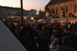 Protest la Cluj-Napoca față de proiectul grațierii. Printre manifestanți, și un dejean