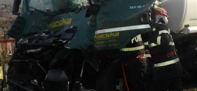 GRAV ACCIDENT la Gâlgău! IMPACT între o cisternă și un autotren – FOTO