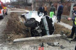 Accident la ieșire din Urișor. O furgonetă s-a izbit de un cap de pod – FOTO