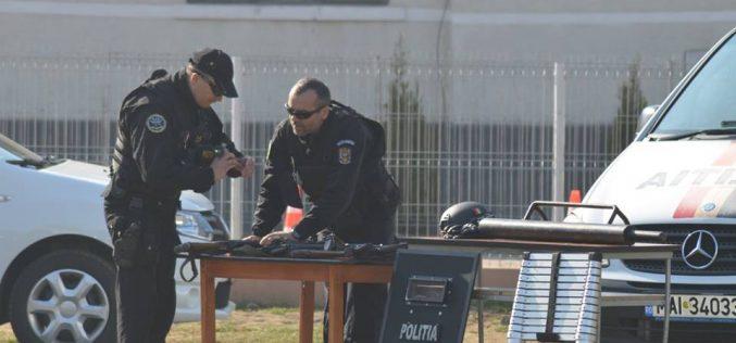 """Polițiștii au """"descins"""" ieri la școala din Chiuiești. Vezi de ce – FOTO"""