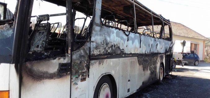 La un pas de TRAGEDIE! Un autocar A LUAT FOC între Dej și Baia Mare. 37 de elevi au scăpat ca prin minune – FOTO