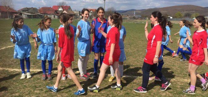 Echipa de oină-fete a Școlii Gimnaziale Chiuiești, LOCUL I la faza județeană a Olimpiadei Gimnaziilor – FOTO