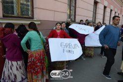 """PROTEST al romilor în fața Primăriei Dej! Morar Costan: """"Nu voi ceda!"""" – FOTO/VIDEO"""