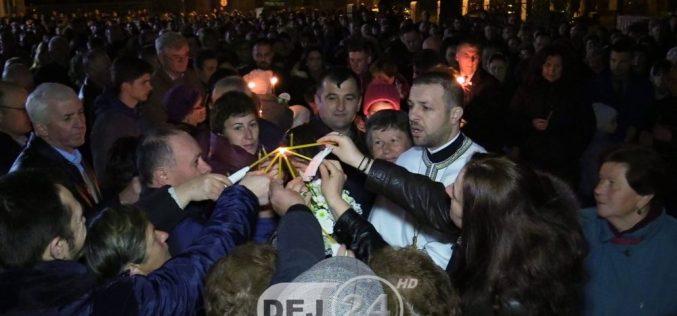 Paștele, sărbătorit în bisericile din Dej atât de ortodocși, cât și de catolici – FOTO/VIDEO