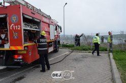 INCENDIU DE VEGETAȚIE în Dej, la doi pași de o benzinărie! Pompierii au intervenit de urgență la fața locului – FOTO/VIDEO