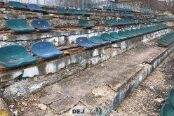 ACȚIUNE DE IGIENIZARE pe Stadionul Municipal Dej! În timp ce autoritățile ridică din umeri, un grup de suporteri ia problema în propriile mâini – FOTO