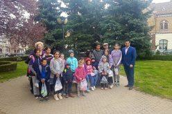Cadouri de Paște pentru 15 elevi din comuna Mica – FOTO