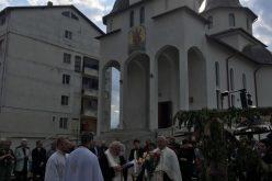 """Clopotele Parohiei """"Sfântul Andrei"""" din Dej au fost sfințite. La eveniment a participat și ÎPS Andrei – FOTO"""