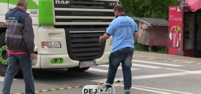ACCIDENT la Cuzdrioara! Un bărbat a fost izbit de un autotren, PE ZEBRĂ – FOTO/VIDEO