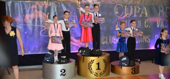 """Medalii și cupe pentru dansatorii """"Latino Angels"""" Dej, la Campionatul Național de la Brașov – FOTO"""