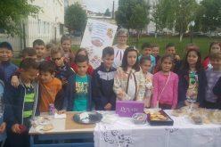 """O nouă ediție a tradiționalului """"Târg de Pâine"""" a avut loc astăzi, în incinta unei școli din Dej – FOTO"""