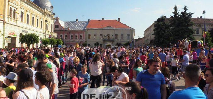 Ziua Copilului, sărbătorită în avans la Dej. Sute de copii s-au distrat în aer liber – FOTO/VIDEO