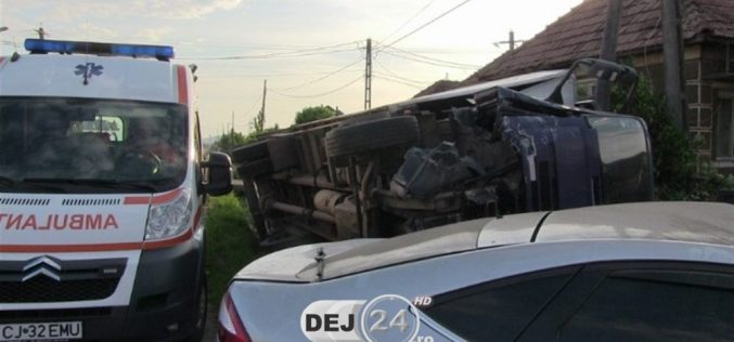 ACCIDENT la Mănășturel! Coliziune între un camion și un autoturism – FOTO