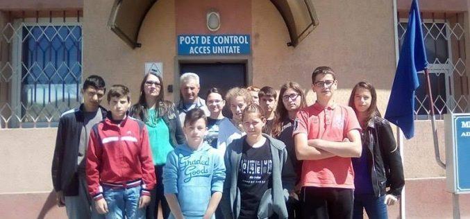 Elevii Școlii Gimnaziale Bobâlna, activitate dedicată prevenirii delicvenței juvenile la Penitenciarul Gherla – FOTO