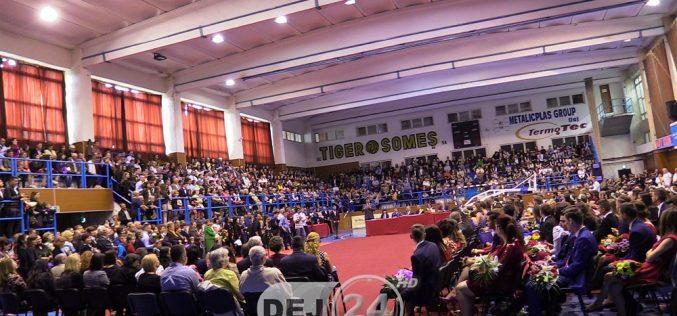 RĂMAS BUN, ANI DE LICEU! – Absolvenții din Dej s-au despărțit de colegi și profesori – FOTO/VIDEO