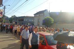 DEJ | Sute de credincioși au participat ieri la Procesiunea Bucuriei de Rusalii – FOTO