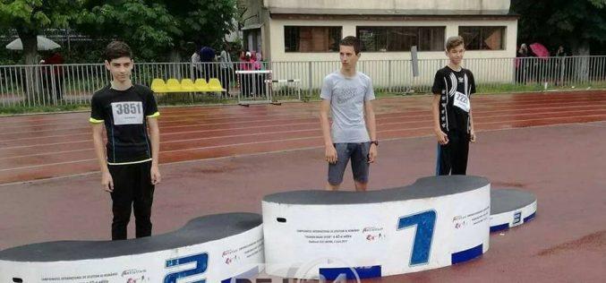 Un atlet din Dej a obținut MEDALIA DE ARGINT la Campionatul Național de Atletism – FOTO