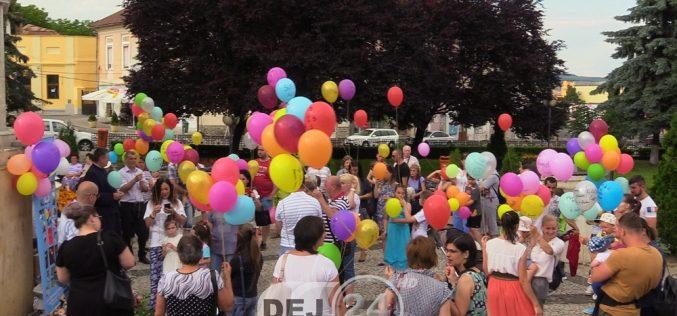 Dej | Sute de baloane înălțate spre cer, de Ziua Părinților de Îngeri – FOTO/VIDEO