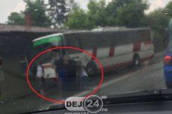 Accident în Dej. Femeie lovită de autobuz, în zona Gării CFR – FOTO