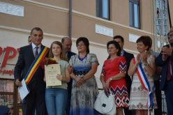 Elevii de 10, premiați de Primăria Municipiului Dej – FOTO
