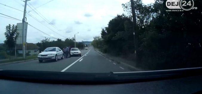 ACCIDENT în Dej, pe strada Crângului! Două mașini au fost serios avariate – VIDEO