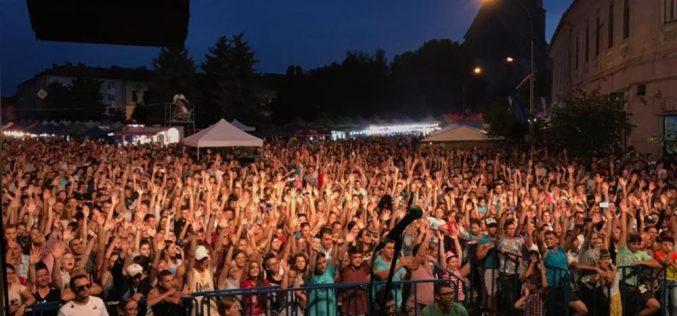 S-a tras cortina peste Zilele Municipiului Dej! Mii de dejeni au fost prezenți în Piața Bobâlna – FOTO/VIDEO
