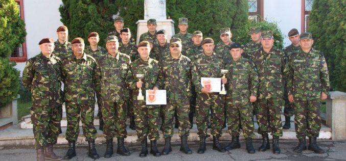 """Doi militari din Dej au urcat pe podiumul competiției """"Subofiţerul/ Soldatul anului 2017"""" – FOTO"""