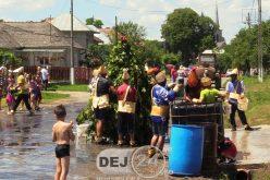 În timp ce România fierbe, în Nireș se invocă ploile: Paparudele, tradiție de sute de ani – FOTO/VIDEO