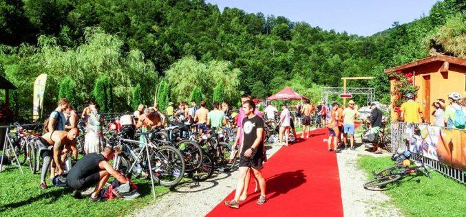 """Eveniment sportiv pe lacul Tarnița! În weekend se desfășoară a IV-a ediție a """"Triatlon Cluj"""""""
