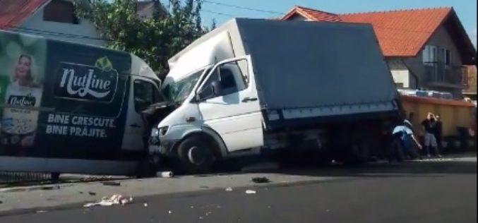 ACCIDENT la Livada, soldat cu o VICTIMĂ! Impact violent între două autoutilitare – FOTO