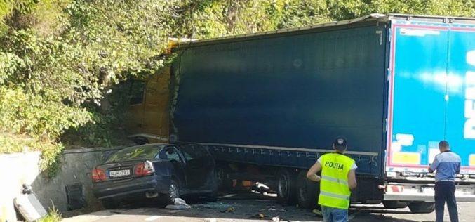 ACCIDENT MORTAL în județul Cluj! A intrat pe contrasens și s-a izbit de un TIR – FOTO