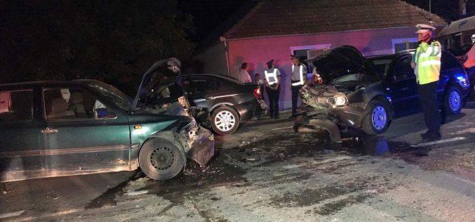 ACCIDENT cu TREI MAȘINI IMPLICATE, în Urișor. Trei persoane au fost transportate la spital – FOTO/VIDEO