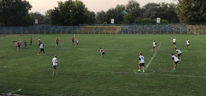 Meci de OINĂ cu scop caritabil, pe stadionul din Dej. Banii strânși, donați tânărului Mădălin – FOTO/VIDEO