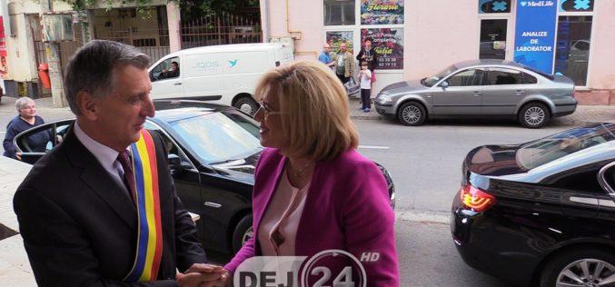 VIZITĂ EUROPEANĂ la Dej – Corina Crețu, primită în ambulatoriul Spitalului Municipal – FOTO/VIDEO