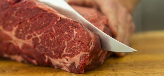 Un producător de mezeluri din Cluj, cu afaceri de 15 milioane de euro, şi-a propus să folosească doar carne din România